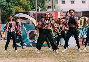 校慶活動-啦啦隊表演舞姿